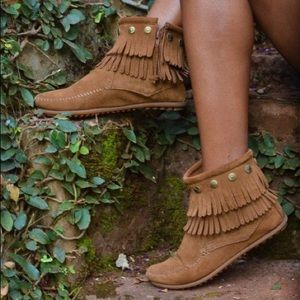 NWT Minnetonka Booties